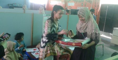 Aleena Sheikh offering snacks to the staff and students of FBF School.
